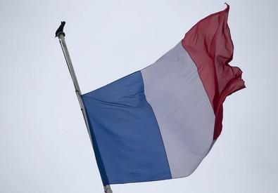 Photo of Scatenata la violenza islamica. In Francia, oggi, assassinata una donna poliziotto ed un altro ferito. Granate contro una moschea. In Libia, l'Isis ammazza due giornalisti tunisini