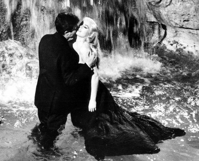 Photo of Anitona è morta. Divenne famosa con la  'Dolce Vita' di Fellini – VIDEO