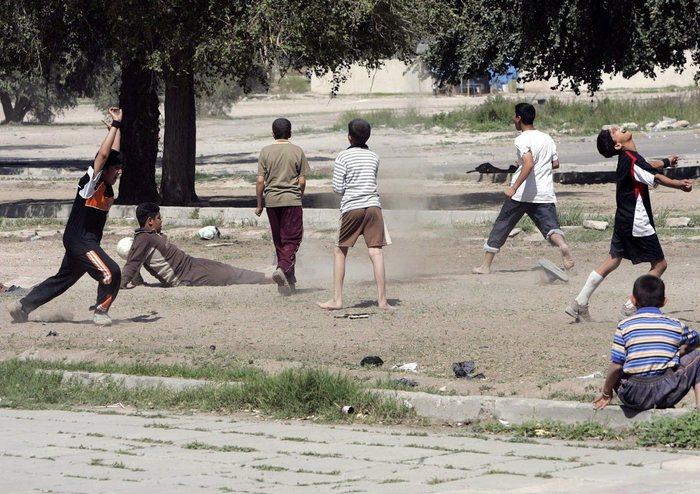 Photo of Flash – A Mosul l'Isis mitraglia 13 ragazzini rei di aver guardato una partita di calcio in tv