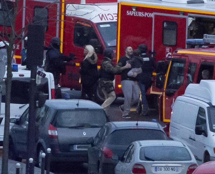 Photo of Doppio assalto della polizia a Dammartin-en-Goele e a Parigi. Uccisi i tre terroristi