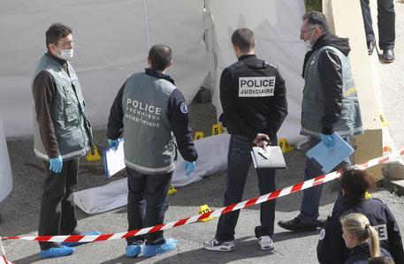 Photo of Flash – Charlie Hebdo –  Rintracciati gli assassini. Avrebbero preso un ostaggio