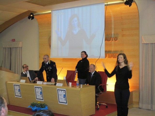 """Photo of Anche nel Lazio attuato il """"Progetto SOS Sordi"""" con un'intesa tra la Polizia di Stato e l'Ente Nazionale Sordi"""