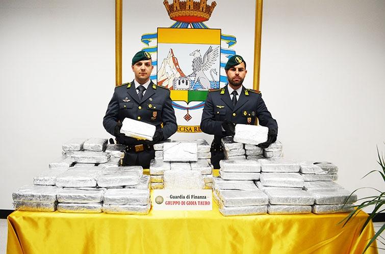 Photo of Nel porto di Gioia Tauro, in mezzo alla pectina, sequestrati 173 kg di cocaina purissima