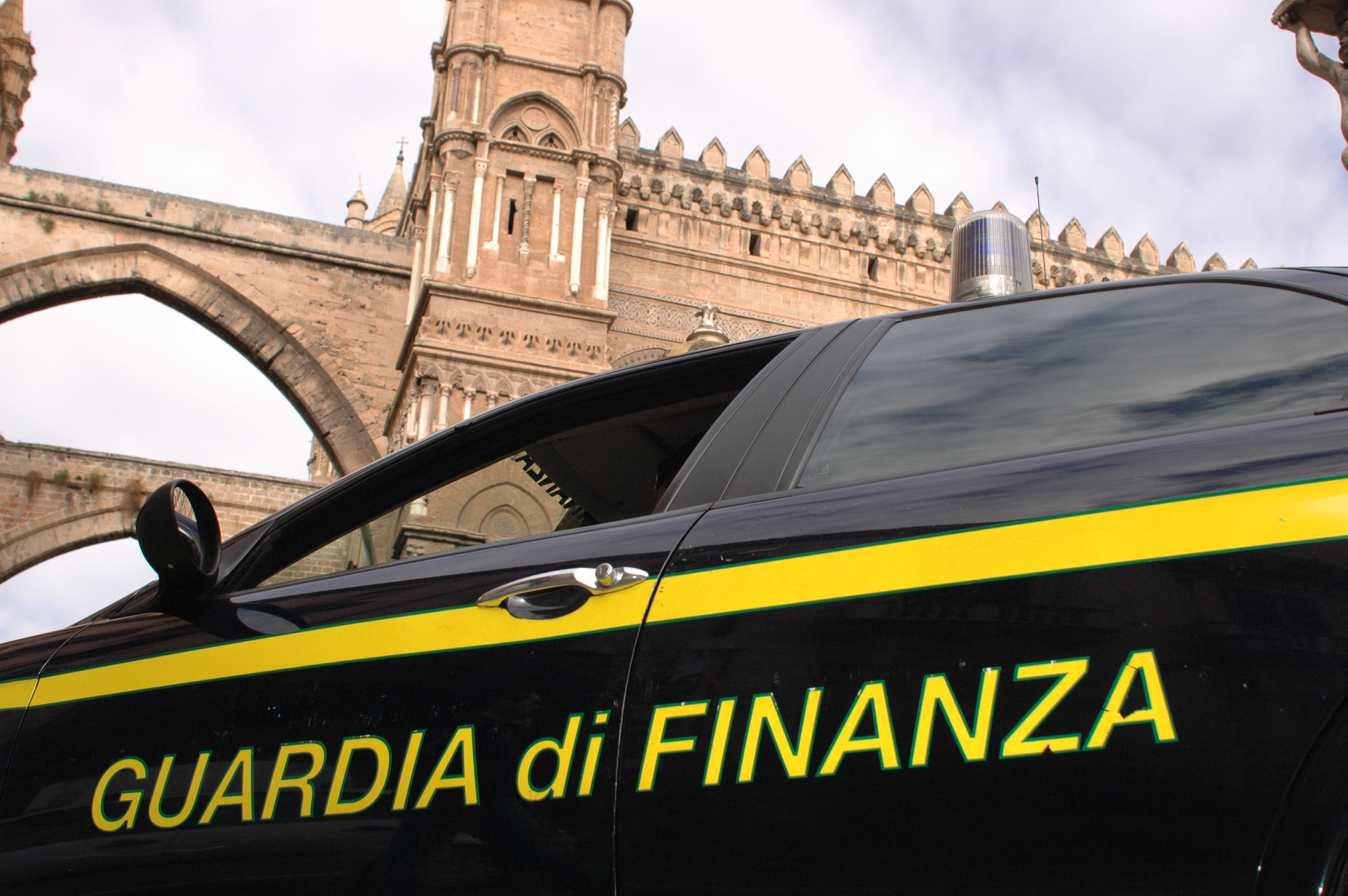 """Photo of Con l' """"Operazione Il Marchese"""", la Guardia di Finanza sequestra 3,5 milioni di euro ad un pregiudicato romano"""