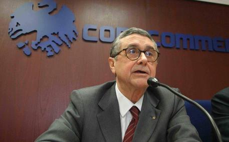 Photo of Tangenti – Arrestato con la mazzetta da 100mila euro appena intascata il  presidente Camera di commercio di Palermo
