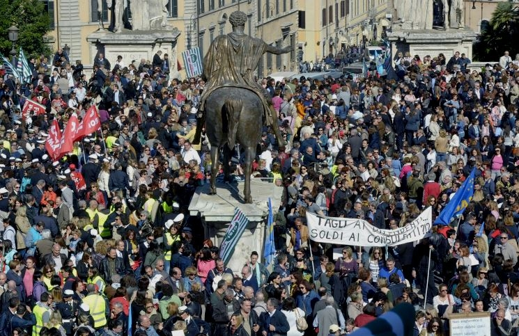 Photo of Dipendenti capitolini.  Contratto unilaterale. Con chi stanno realmente i sindacati CGIL e CISL?