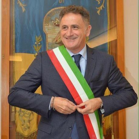 Photo of Flash – Arrestato il sindaco di Ischia Ferrandino (PD). Accusa di una tangente da 330mila euro. Chiamato in causa anche D'Alema