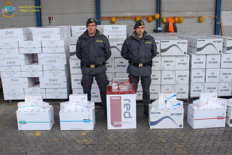 Photo of 14 tonnellate di sigarette sequestrate dalla Guardia di Finanza al Porto di Gioia Tauro – VIDEO
