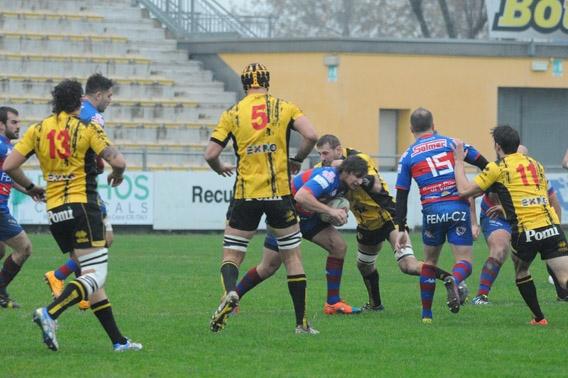 Photo of Rugby. Il Femi-cz Rovigo va in testa. Vincono Calvisano e Mogliano. La Ima Lazio passa a Prato per 52-5.