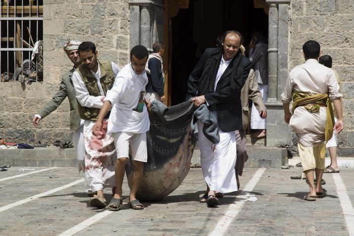 Photo of Flash – Mentre il mondo chiacchiera, l'Isis continua a fare stragi. Yemen: oltre 137 morti e 345 feriti