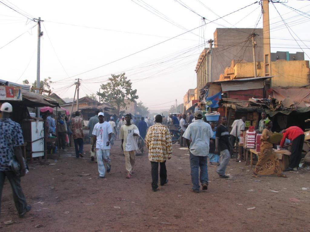 Photo of Flash – Mali: attacco terroristico ad un ristorante, 5 morti