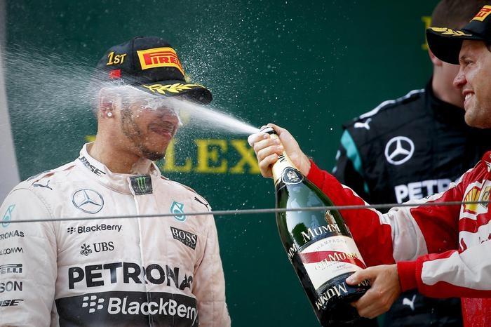 Photo of F1 Cina – Vince Hamilton e Rosberg.  Seguono Vettel e Raikkonen