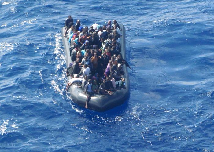 Photo of Musulmani gettano dal gommone e fanno annegare 12 migranti perchè cristiani. Ed il Giubileo si avvicina…