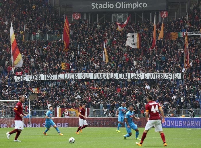 Photo of Roma-Napoli – Striscione contro la madre di Ciro Esposito. Curva Sud chiusa 1 turno