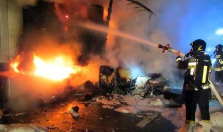 Photo of Flash – Bergamo – Incendio in un pub. Morto il titolare. 17 intossicati