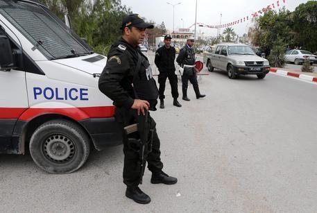 Photo of Flash – Tunisia: militare in caserma  spara ai commilitoni, almeno un morto diversi feriti