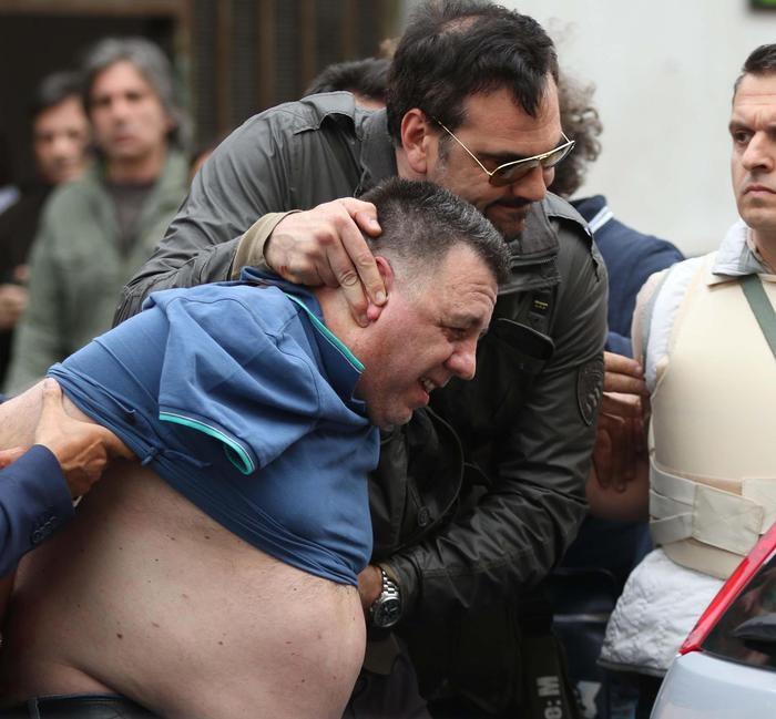 Photo of Strage a Secondigliano. Infermiere uccide 4  persone e ne ferisce 5
