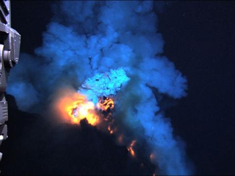Photo of Incredibile eruzione sottomarina – Video