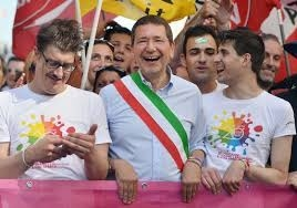 """Photo of Marino: """"Tornino nelle fogne da dove sono venuti"""". Avanza l'Alzheimer?"""