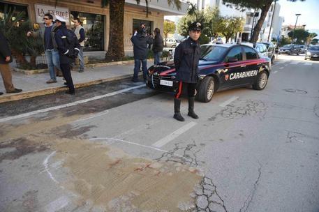 Photo of Martinsicuro – Agguato sotto casa. Ucciso a pistolettate. Ferita la moglie
