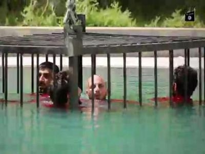 Photo of Jihadisti: ferocia senza limiti. 5 prigionieri chiusi in gabbia e fatti annegare. Amnesty International: Dove siete nascosti?