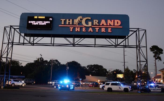 Photo of Flash – Usa, 58enne dentro un cinema uccide due persone e si suicida