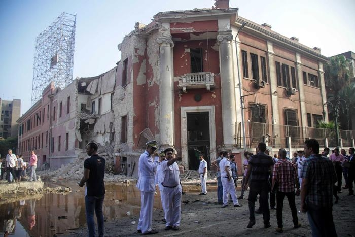 Photo of Flash – Egitto: autobomba esplode davanti a consolato italiano del Cairo