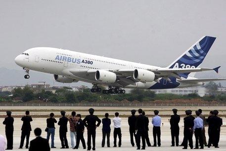 Photo of Cina: in volo, passeggero cerca incendiare aereo