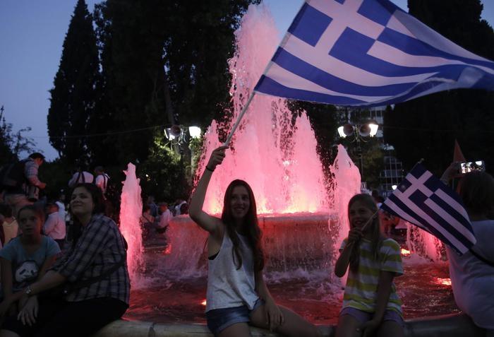 Photo of Referendum Grecia: Vincono i no con il 61,3%. Tsipras esulta