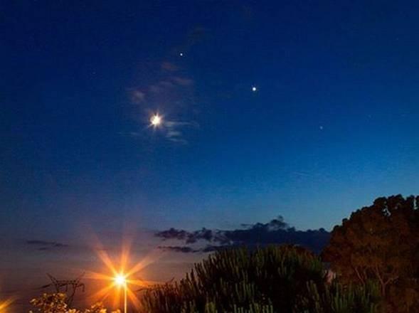 Photo of Luglio – Nel cielo la  danza di pianeti e Luna blu