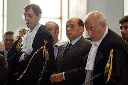 Photo of Compravendita parlamentari. Se vanno con Berlusconi condannati. Se scappano, poltrone!