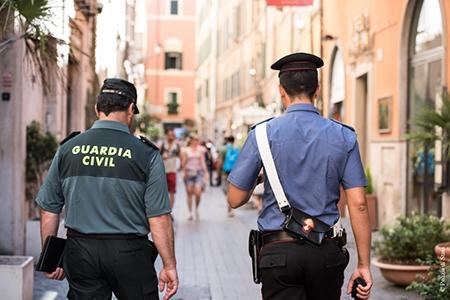 Photo of Progetto turismo sicuro 2015. Carabinieri e Poliziotti affiancati da Poliziotti spagnoli nei luoghi turistici in Italia e Spagna