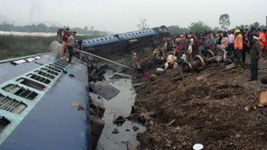 Photo of Flash – India: almeno 30 morti per due treni deragliati