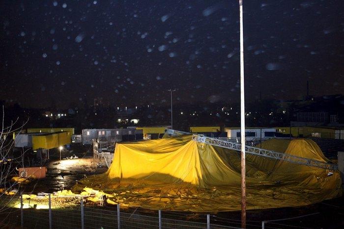 Photo of Flash – Usa: per il forte vento crolla tendone circo – Due i morti e 15 feriti
