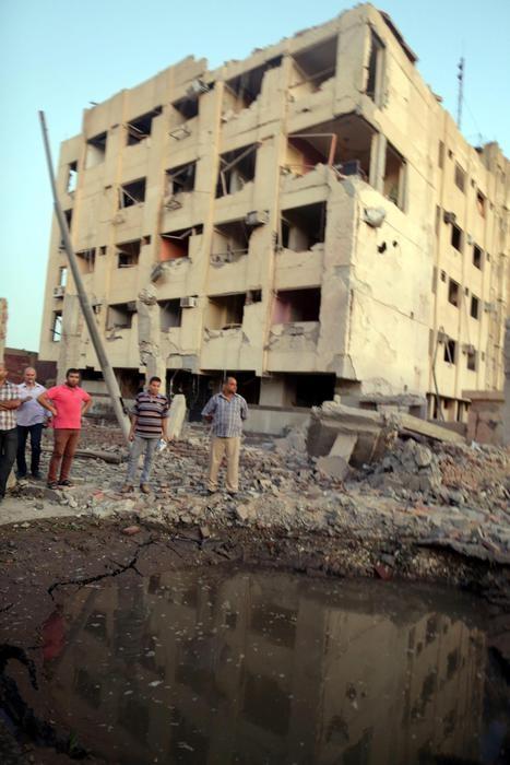 Photo of Egitto – Compaiono i black bloc. Attentato vicino al Cairo con  almeno 6 feriti