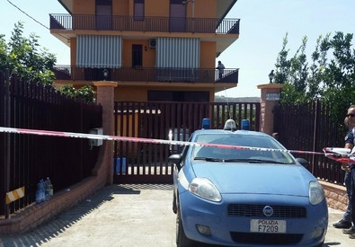 Photo of Accoglienza – Agghiacciante rapina a Palagonia: duplice omicidio, lui sgozzato e lei scaraventata  dal balcone. Refurtiva addosso a profugo Cara di Mineo