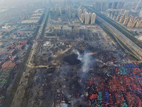 Photo of Cina: 12 persone arrestate per l'esplosione a Tianjin