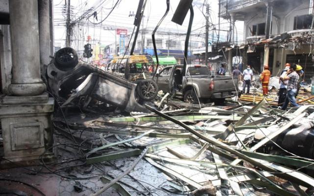 Photo of Bomba a Bangkok. 16 morti e 80 feriti