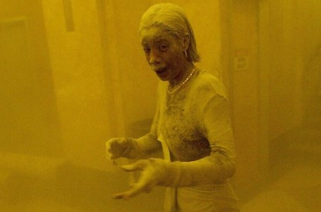 """Photo of È morta di cancro """"Dust Lady"""", vittima delle polveri sottili dell'11 settembre"""