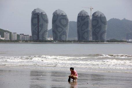Photo of Dubai – Lasciata  annegare  dal padre per non farla toccare dal bagnino