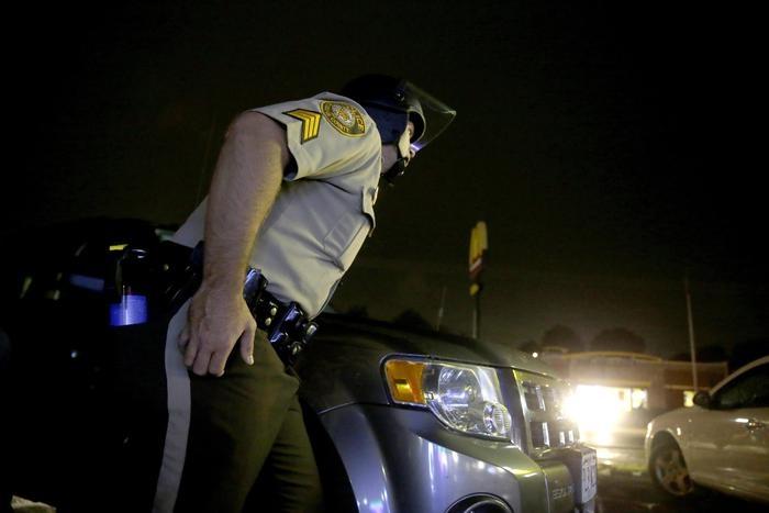 Photo of Usa: in conflitto a fuoco, poliziotto avrebbe dovuto farsi uccidere. Difendendosi uccide 18enne nero, tensione a St. Louis