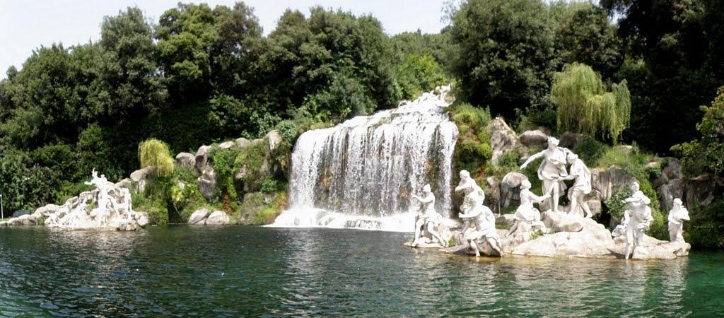 Photo of La Fontana della Reggia di Caserta, bene dell'Unesco, trasformato  in piscina