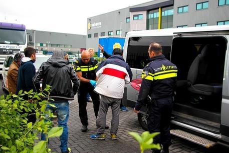 Photo of Migranti –  Allarme Europol, traffico esseri umani rende più traffico armi e droga