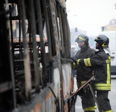Photo of Avetrana – Bus delle Ferrovie prende fuoco. Tutti illesi