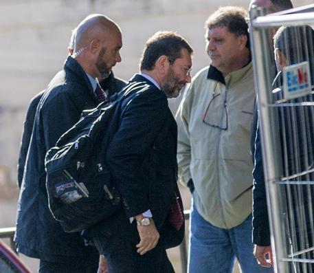 Photo of Flash – Sentito come persona informata dei fatti dal Pm, Marino nega tutte le accuse. Non sue le firme sotto i giustificativi.