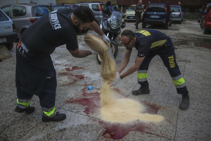 Photo of Flash – Napoli: camorra in azione. 24enne ucciso con un colpo alla testa. Ferito il fratello
