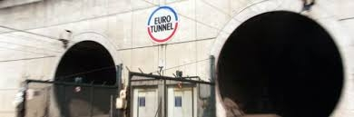 Photo of Flash – Immigrati – Chiuso eurotunnel invaso da 100 profughi. L'Ungheria conclude il muro con la Croazia