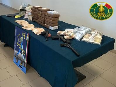 Photo of Operazione 'July 2014'. Bambini usati come copertura per trasportare la droga. Sequestrati 94 kg di cocaina