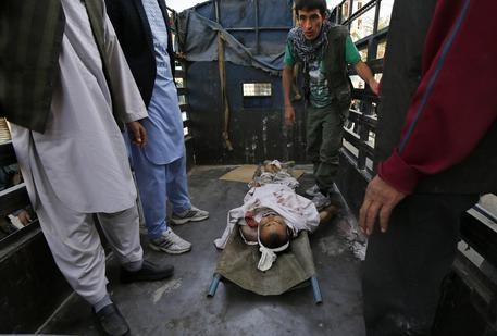 Photo of Flash – Rivendicato dall' Isis l'attentato a Kabul