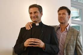 """Photo of Charamsa, rimosso e sospeso dal sacerdozio, scrive al Papa: """"Chiesa perseguita, vita gay un inferno"""""""